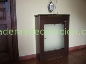 Cubreradiador en wengue con puerta de cristal